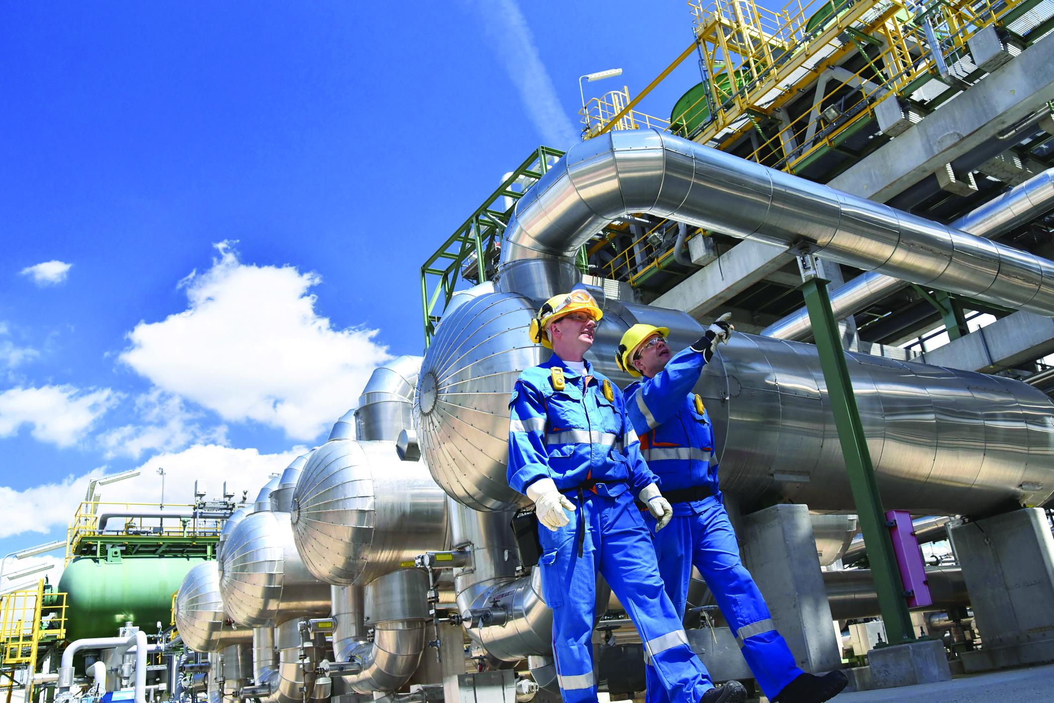 TW0621_oil-refinery-workers.jpg