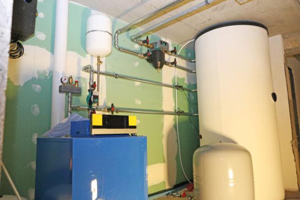 PHC0621_boiler-with-buffer-tank.jpg