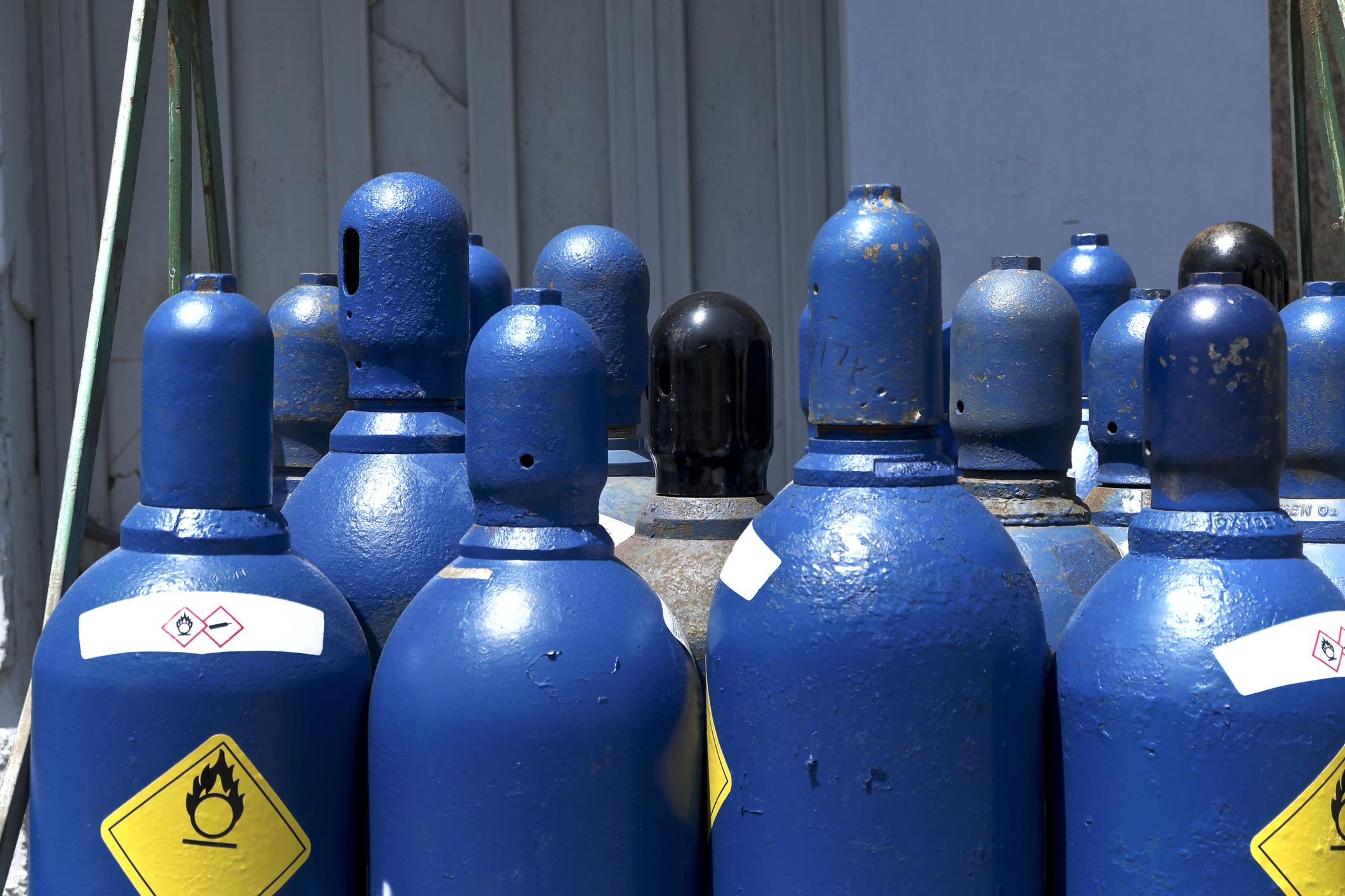 PE0621_blue-oxygen-tanks.jpg