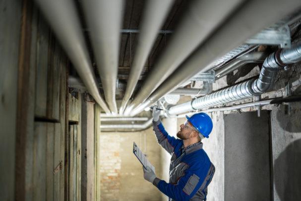 PE1021_inspecting-water-pipe.jpg