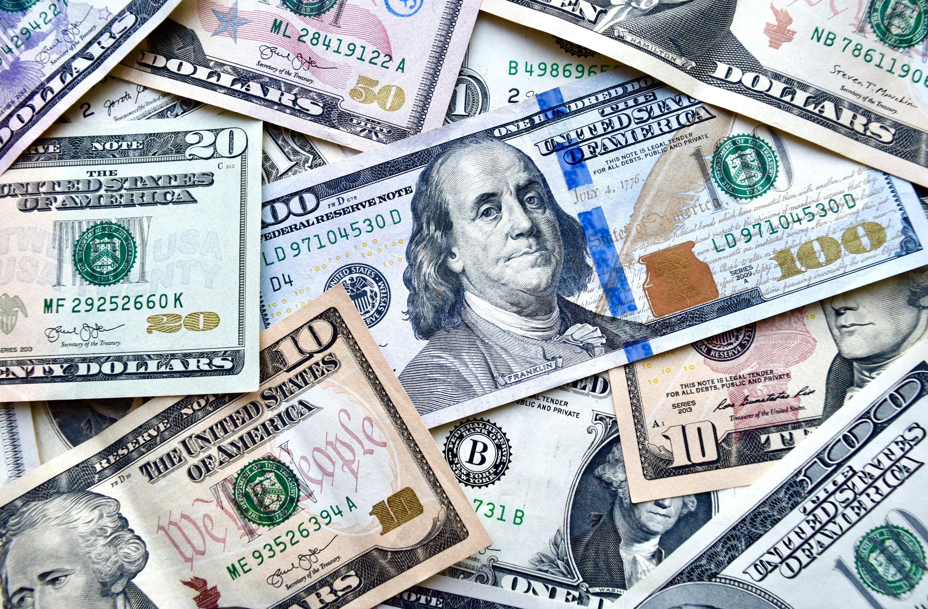 TW1021_money.jpg