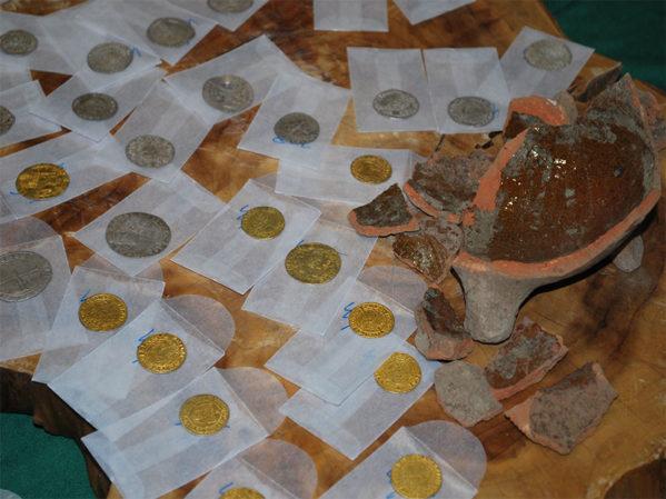 Dutch Contractors Find Pot 'O Gold