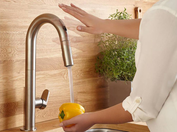 American Standard Beale Kitchen Faucet with Selectronic Hands-Free Technology