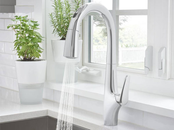 American Standard Avery Selectronic Touchless Kitchen Faucet