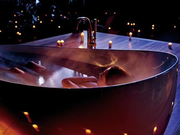 Toto Zero Dimension Zero-Gravity Bathtub