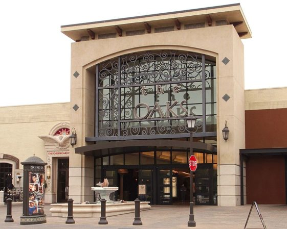 The_oaks_mall_main_entrance